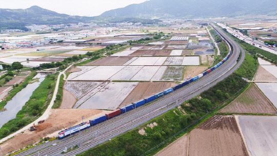 첨단 ICT 기술 적용한 총길이 1.2㎞ 국내 최장 화물열차 달린다